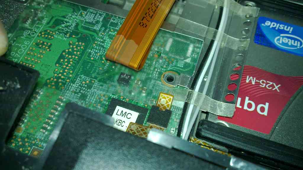 Disabling the ThinkPad X200 master control for wireless radios